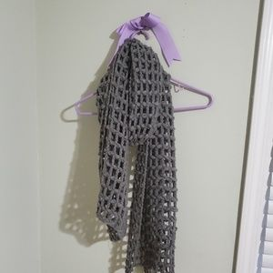 Gray chunky knit scarf